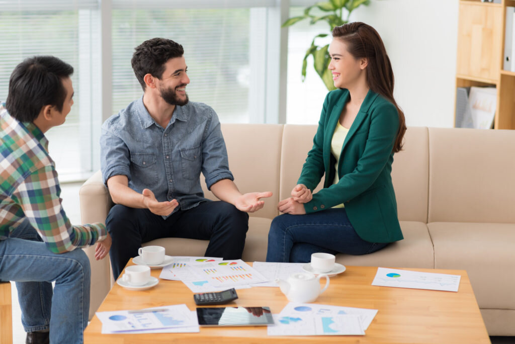 Understanding the Differences: Real Estate Broker vs. Agent